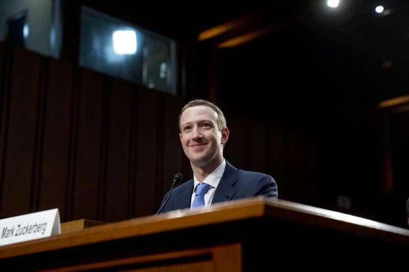 臉書無孔不入,存的個資絕對比你想像多得多!他實際下載臉書儲存的個人檔案逐個看,結果令人震驚。(AP)