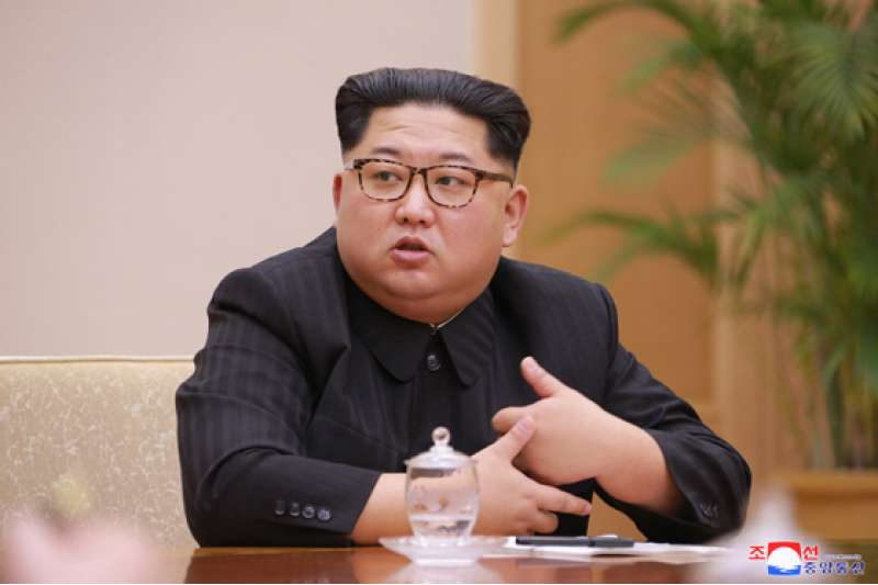 金正恩參加朝鮮勞動黨中央政治局會議。(朝中社)