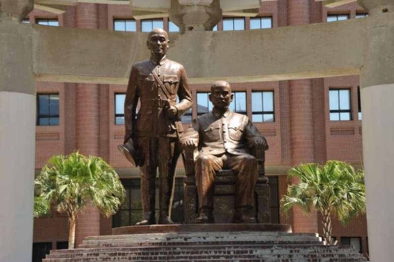 中山大學的銅像遷移議題醞釀已久,校務會議決議,將於16日上午9時至19日下午4時舉行全校網路公投。(取自中山大學官網)