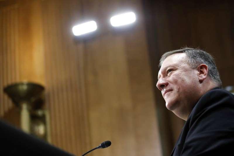 美國新任國務卿被提名人龐畢歐12日在參院聽證會。(美聯社)
