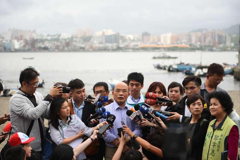 20180414-民進黨新北市長參選人蘇貞昌14日下午到八里掃街訪友,並接受媒體採訪。(蘇貞昌競選團隊提供)