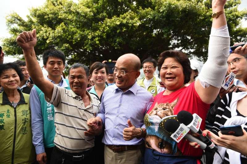 民進黨新北市長參選人蘇貞昌14日下午到八里掃街訪友,並接受媒體採訪。(蘇貞昌競選團隊提供)