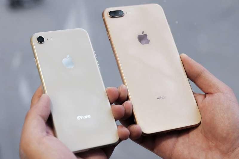通常一般手機賣到二手,價格都會大跌,為何唯獨iPhone能保值那麼久呢?原來關鍵在於…(圖/wikimedia commons)