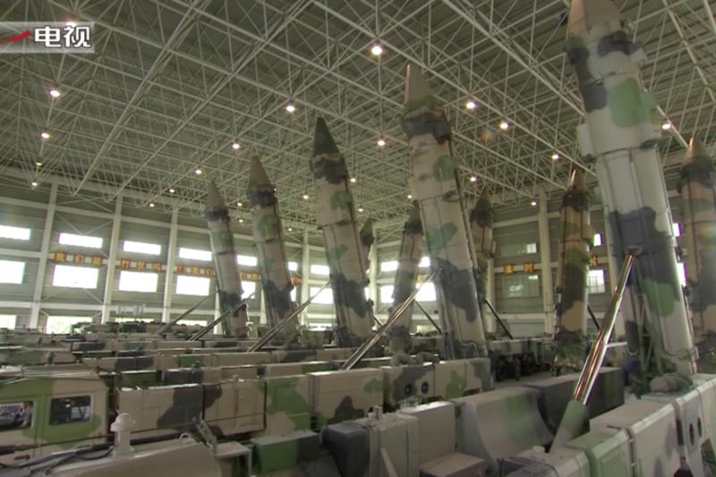 中國軍網八一電視播出火箭軍新型導彈畫面,一般認為這應該是東風-26。
