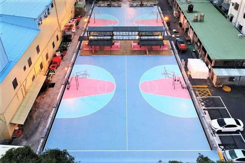為何高雄這座得過大獎的籃球場,卻被譏笑是籃球界之恥?(圖/建築園冶獎@facebook)