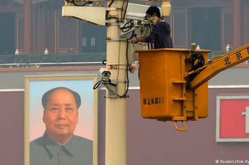 全中國大約已經安裝了1.76億枚監控網路攝影機。(德國之聲)