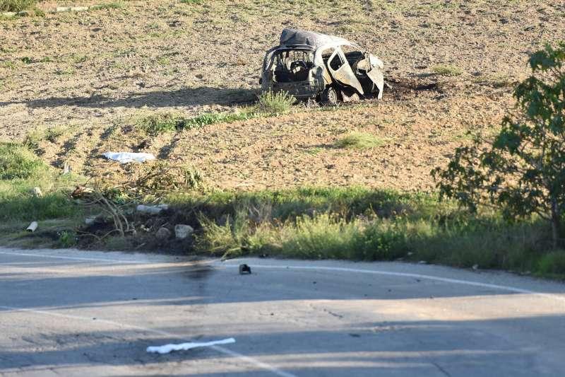 去年10月16日,馬爾他的女記者嘉麗齊亞被汽車炸彈炸死,她的車子也被燒毀(美聯社)