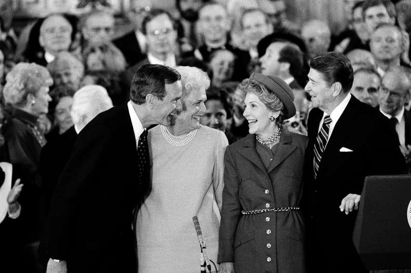美國前總統老布希與夫人芭芭拉.布希,前總統雷根與夫人南西(AP)