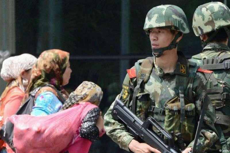 美國國會及行政部門中國問題委員會表示,有50到100萬維吾爾族人被送進再教育營。(德國之聲)