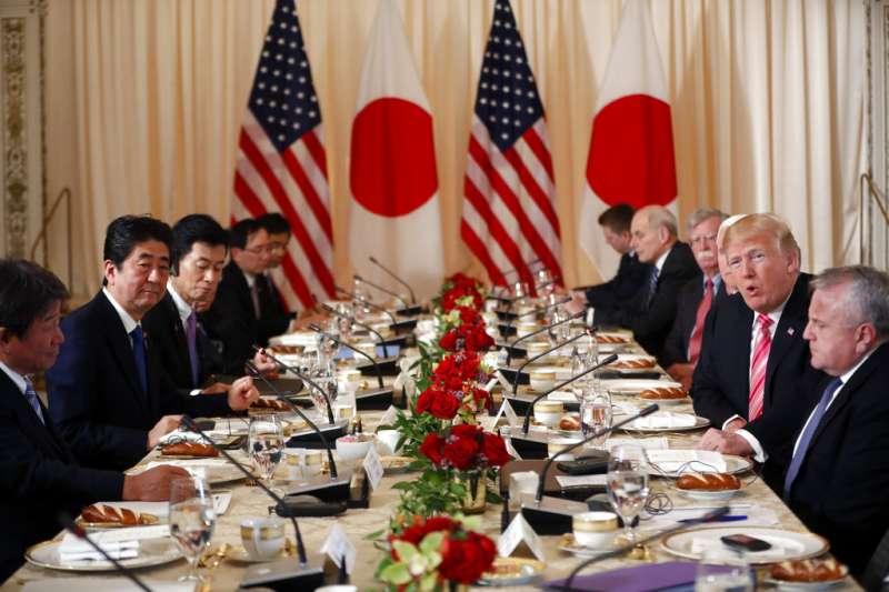 川安會。日本首相安倍晉三與美國總統川普在美國展開雙邊會談。(美聯社)