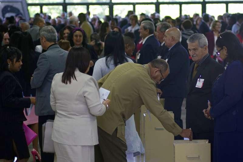 古巴全國人民權力大會(National Assembly)18日舉行投票,但投票前夕已經宣布第一副總統狄亞士-卡奈是接替總統勞爾.卡斯楚的唯一人選。(美聯社)