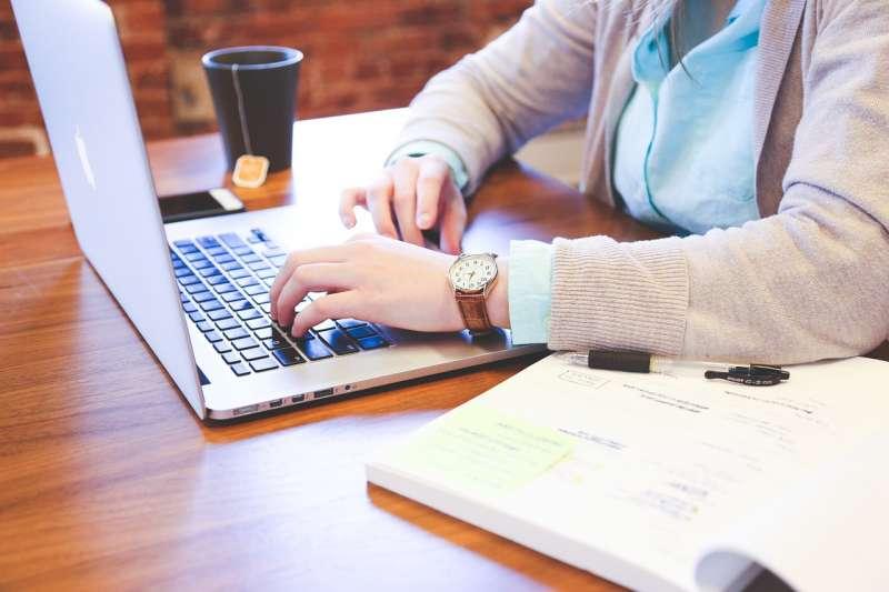 工作 職場 就業 辦公室(情境示意圖,取自StartupStockPhotos @pixabay CC0)