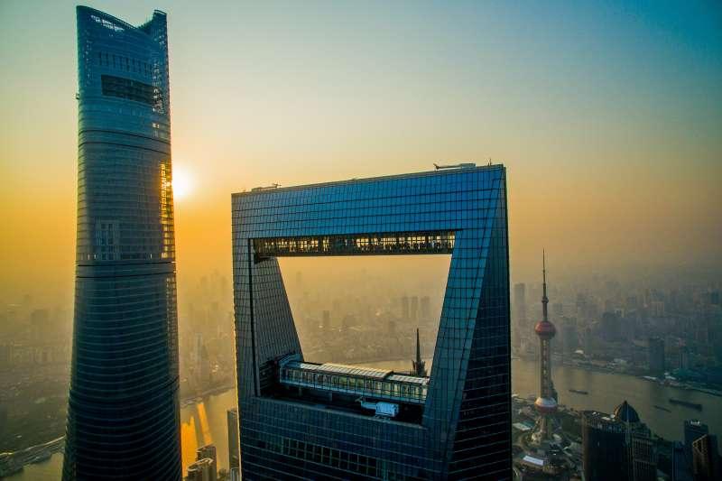 航拍的上海國際金融中心核心區陸家嘴金融城地標上海環球金融中心、金茂大廈、東方明珠。(新華社)