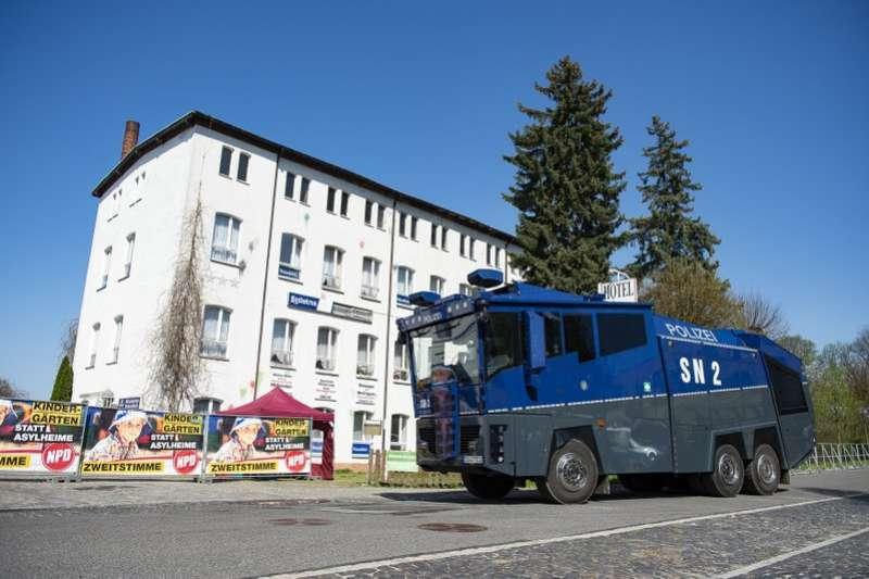 德國極右派小黨NPD將於東部小鎮奧斯崔茲鎮(Ostritz)舉辦兩天一夜希特勒紀念音樂會。(AP)