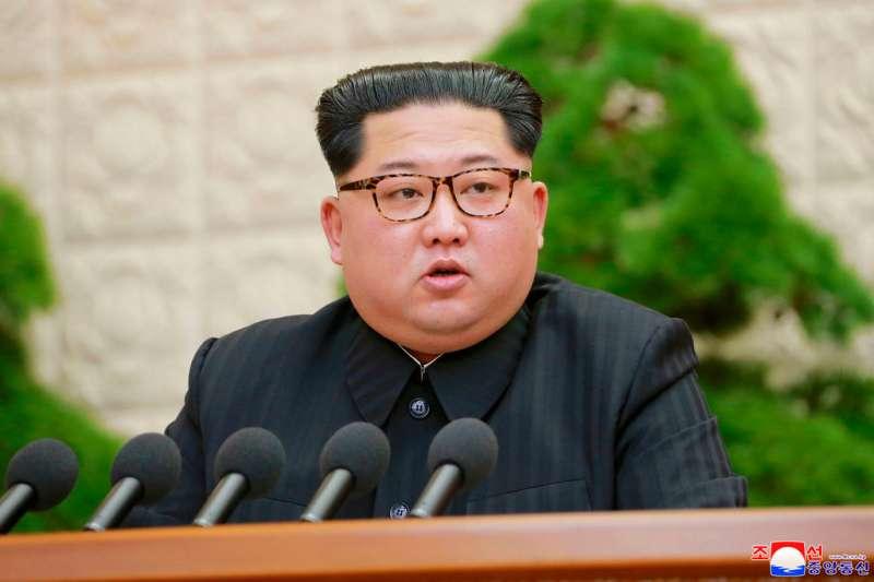 北韓最高領導人金正恩20日釋出善意,宣布將停止核子試爆、洲際飛彈試射。(AP)