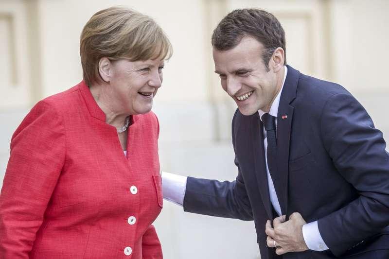 德國總理梅克爾(左)與法國總統馬克宏(右)。(AP)