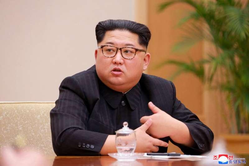 2018年4月20日,北韓朝鮮勞動黨第七屆中央委員會第三次全體會議在平壤舉行。朝鮮勞動黨委員長金正恩出席指導會議。(AP)