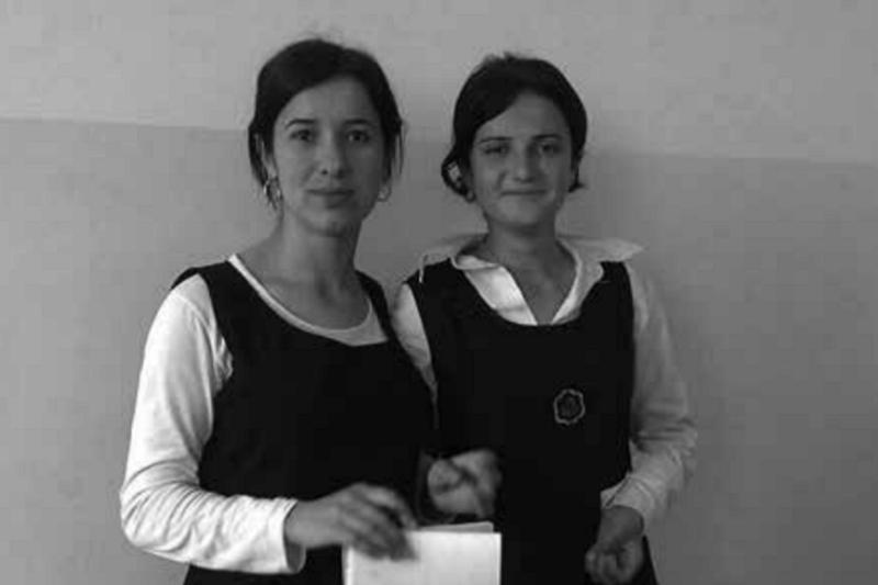 2018-04-23《倖存的女孩》作者和同學,攝於2011年。(圖為時報出版提供)