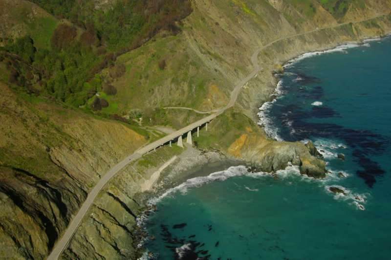 美國西海岸太平洋風景,吸取太平洋精華與陽光照射,隨時都有精彩的故事發生。(圖片取自網路)