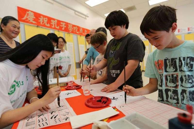 批評者認為孔子學院進行政治宣傳,宣揚經過美化的中國歷史和文化。(德國之聲)