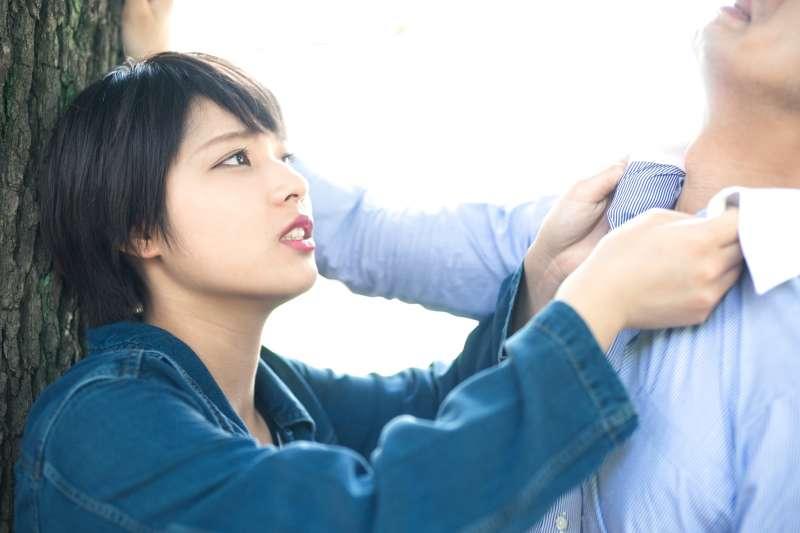 跟別人吵架吵到白熱化、無法溝通的時候,要如何繼續說服別人呢?聽聽日本話術專家這招。(圖/PAKUTASO@PAKUTASO)