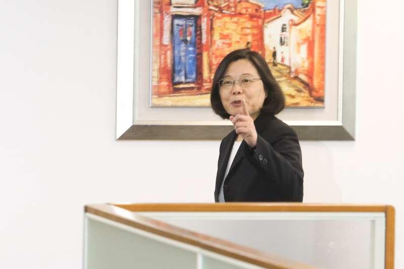 20180425-民進黨黨主席蔡英文主持中常會,神情愉悅。(陳明仁攝)
