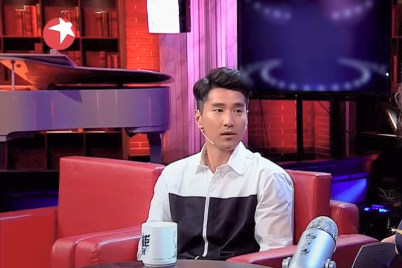 趙又廷曾在中國的節目演出即興短劇,觀眾拍手叫好,卻引來專家搖頭,這是怎麼回事?(圖/取自youtube)