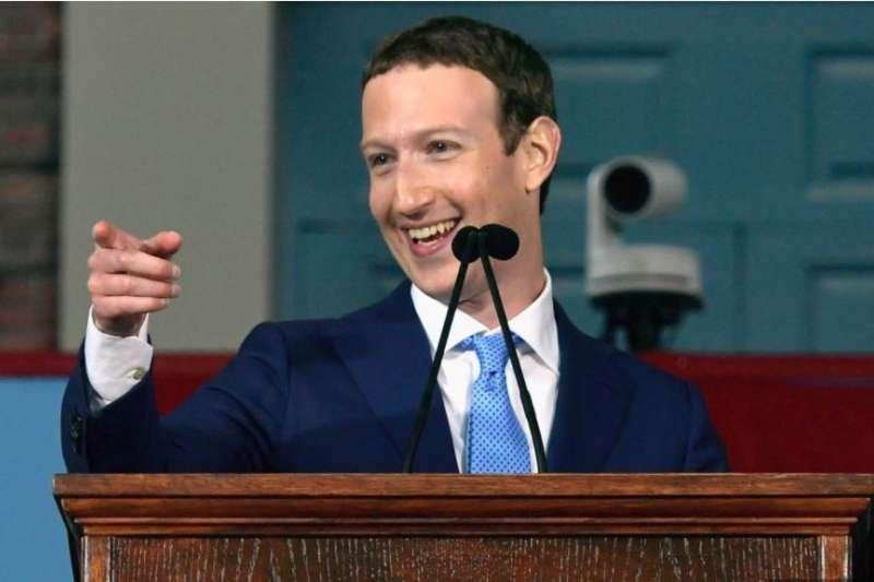 周三的電話財報會議上,祖克伯(Mark Zuckerberg)認為人工智慧(AI)辨識乳頭比起揪出仇恨言論更容易,因電腦視覺較自然語言處理效果佳;同時Facebook也針對乳頭照片,訂出新規範。(圖/取自Twitter,數位時代提供)