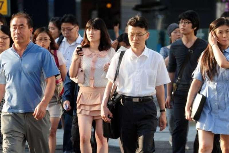 韓國人2016年平均工作了 2069個小時。(BBC中文網)