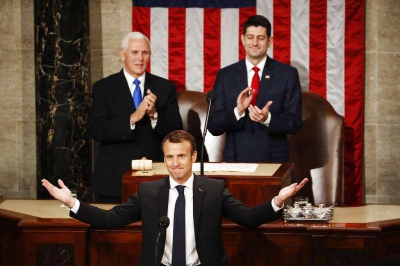 2018年4月25日,法國總統馬克宏在美國國會發表演說,獲得國會議員熱烈鼓掌。(AP)
