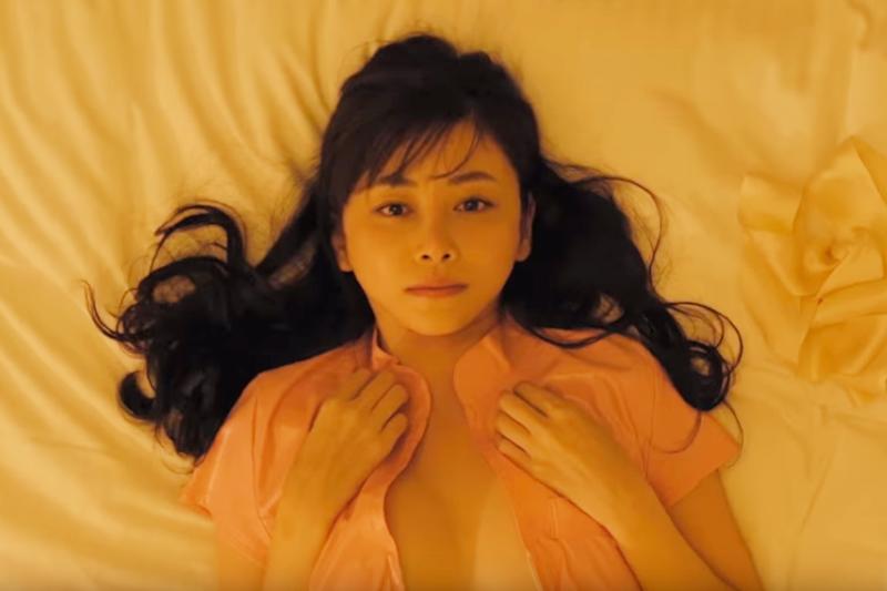 性愛該在雙方身體放鬆舒適的狀態下進行,女生在過程中如果感覺疼痛,千萬別忍著不說啊。(示意圖非本人/取自youtube)