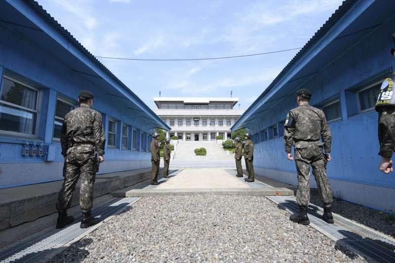 南韓國防部宣布,兩韓與聯合國官員共商要解除共同警備區武裝。(美聯社)