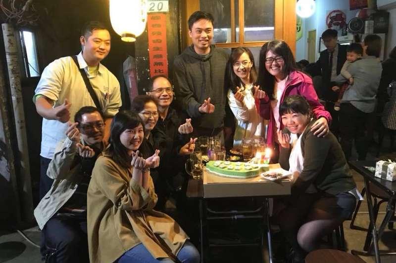 游錫堃街頭慶生 綠色台灣蛋糕「新北挖給小英」-風傳媒