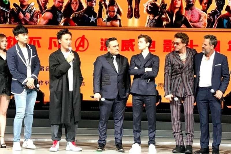 陳奕迅(左3)一句「Super Hero,whatever」引發軒然大波,原來在美國,這個詞是不能隨便講的!(圖/取自微博)