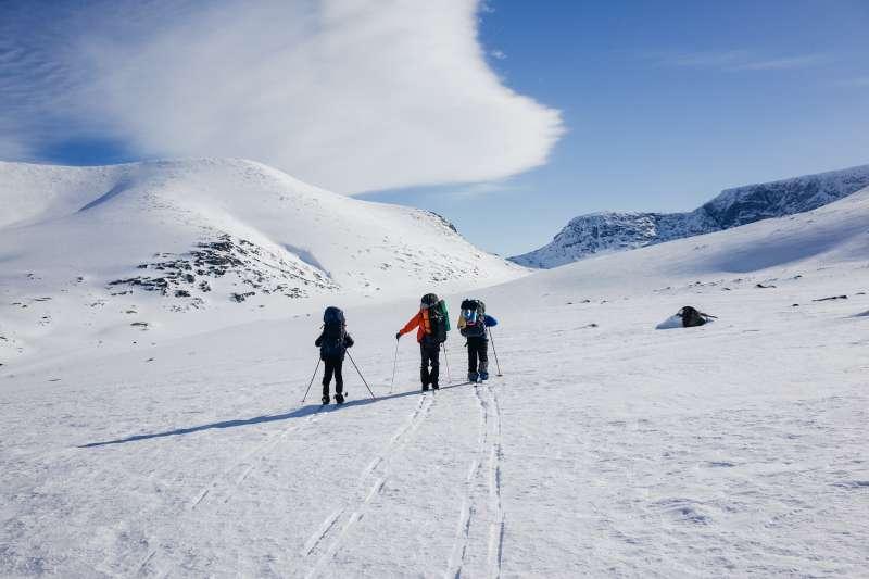 在幾近零下三十度的北極凍原過夜,對人體將是個極大的考驗,人類在這樣的酷寒之下,一不小心就很可能會遭遇失溫危機。(圖/pixabay)