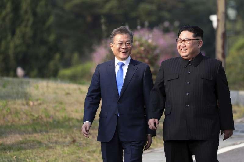 2018年4月27日,兩韓板門店峰會,金正恩與文在寅(AP)