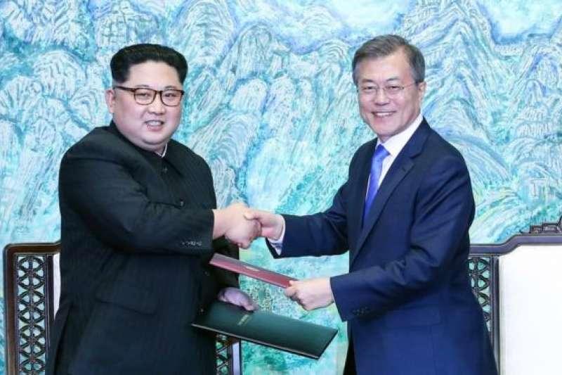 2018年4月27日,南北韓領袖在板門店舉行歷史性見面,簽署歷史性和平宣言。(BBC中文網)