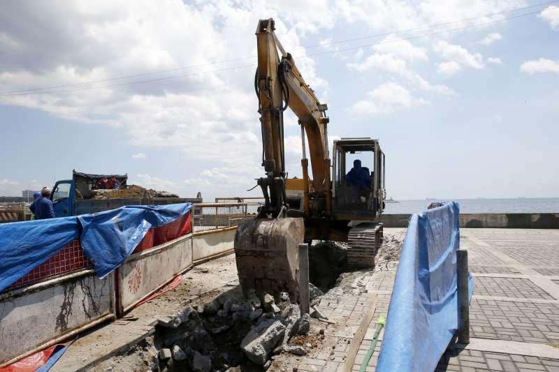 菲律賓政府以修繕水道名義,連夜摸黑拆除慰安婦銅像(AP)