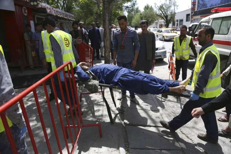 阿富汗首都喀布爾30日發生自殺炸彈攻擊。(美聯社)