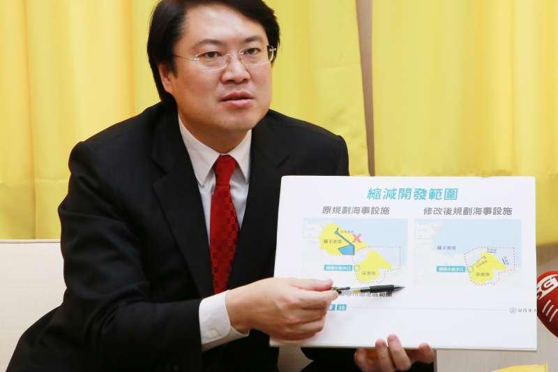 基隆市長林右昌30日說明,深澳電廠問題最該出來說清楚的人是新北市長朱立倫。(基隆市政府提供)