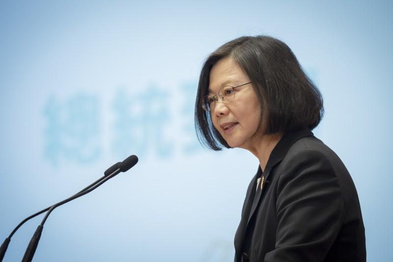 作者認為,台灣的基本工資還有很大的調漲空間,仍有賴於政府介入促成,但政府也應設法降低介入的程度,減少「免費午餐」帶來的不良效應。(取自總統府Flickr)