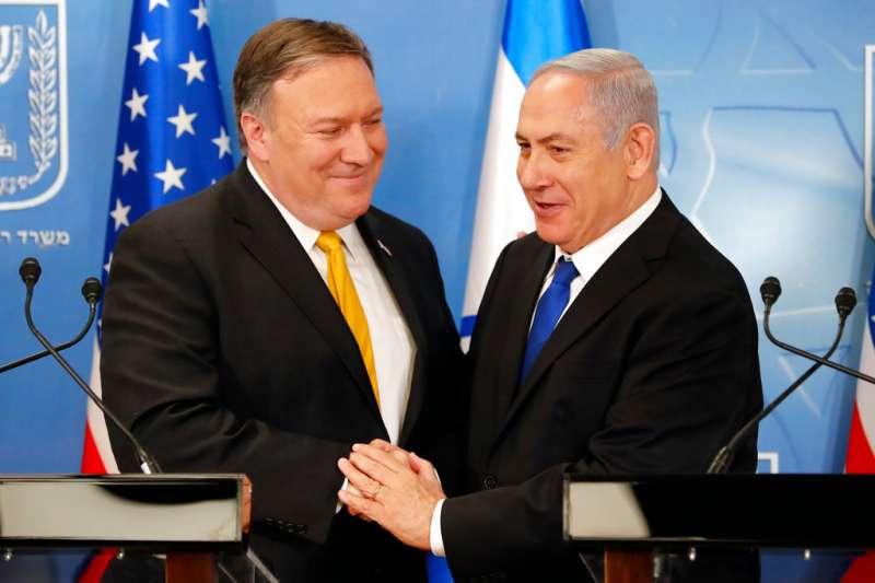 2018年4月29日,美國新任國務卿龐畢歐(左)與以色列總理納坦雅胡(右)會面。(AP)