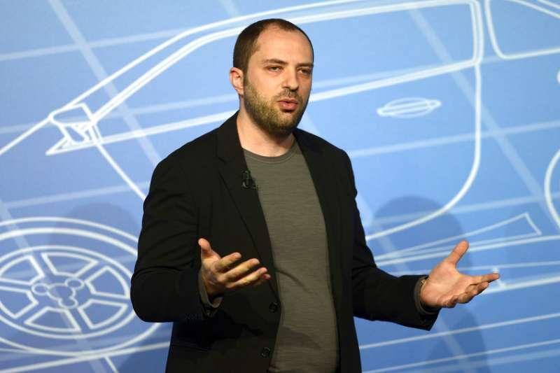 通訊軟體WhatsApp共同創辦人、執行長庫姆(Jan Koum)疑因不滿臉書個資政策,4月30日宣布將請辭WhatsApp執行長。(AP)