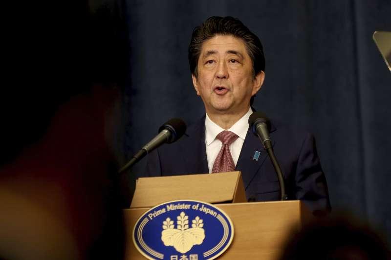 2018年5月1日,日本首相安倍晉三在約旦首都安曼召開記者會,宣布日中韓三國領導人會議將於9日在東京舉行。(AP)