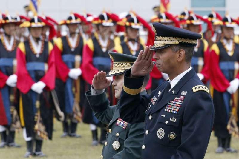 南韓2016年5月為新任駐韓美軍司令布魯克斯舉行歡迎儀式。(美聯社)
