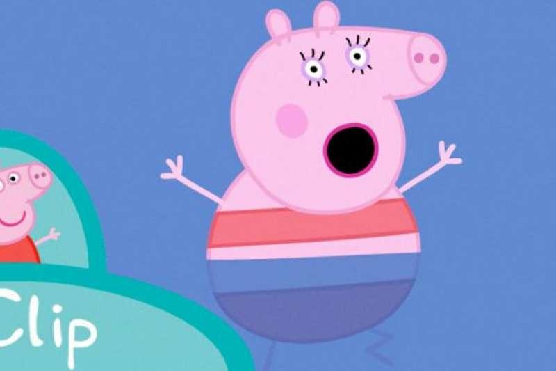 2015年,這隻粉紅色的小豬來到中國,超過100集動畫被翻譯後在中央電視台少兒頻道播出,成為了家喻戶曉的人物。光是在優酷平台,《小豬佩奇》第一季的播放量就達到60億次。(BBC中文網)