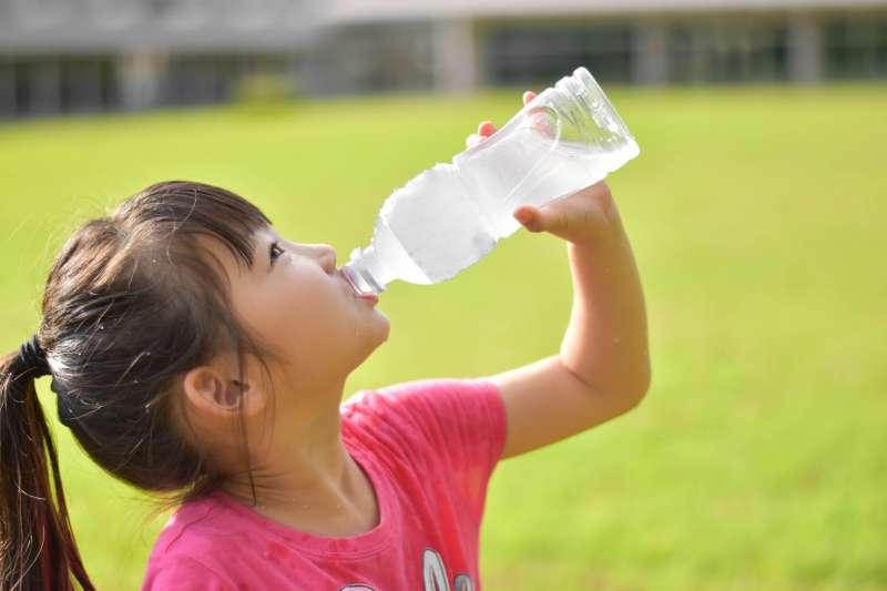 口乾舌燥的情形持續太久,必須小心考慮一些會造成口乾舌燥的潛在疾病。(示意圖/photoAC)