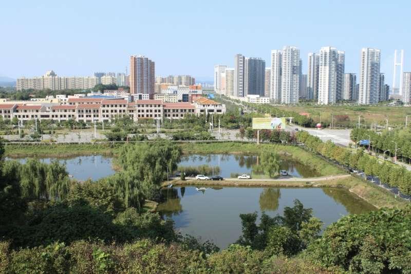 從燈塔山公園眺望丹東新區。(Ajew@Wikipedia/CC BY-SA 4.0)