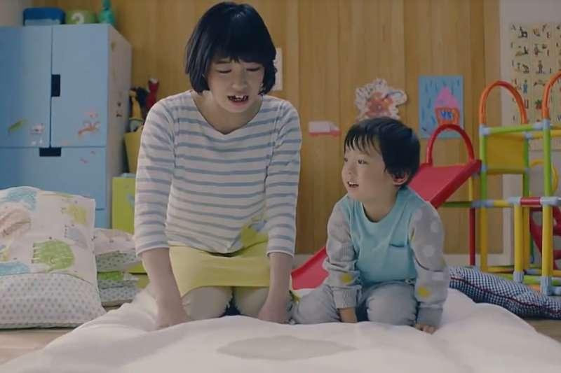 家中的寢具、衣物、玩具、地墊等,常常都是孳生塵蟎的溫床。(示意圖/翻攝自youtube)