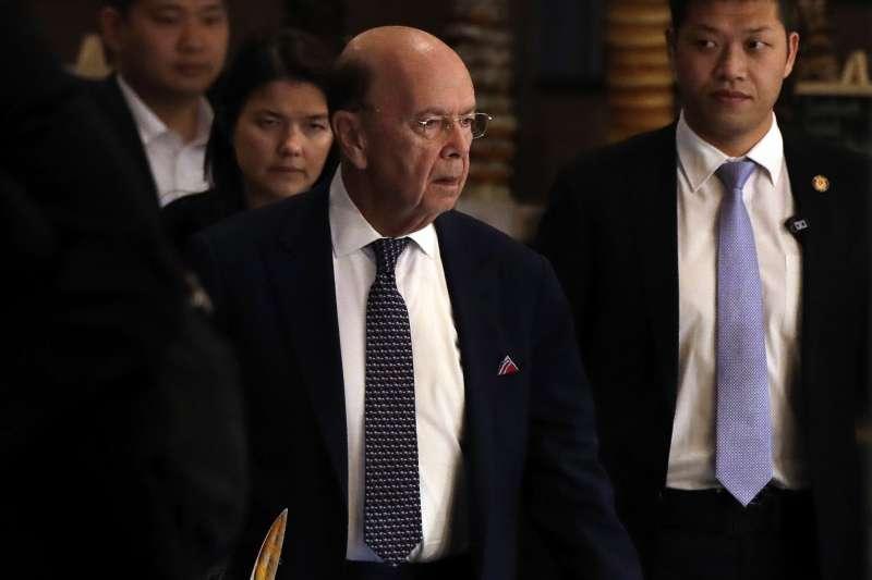 20180503- 美國商務部長羅斯抵達北京。(美聯社)